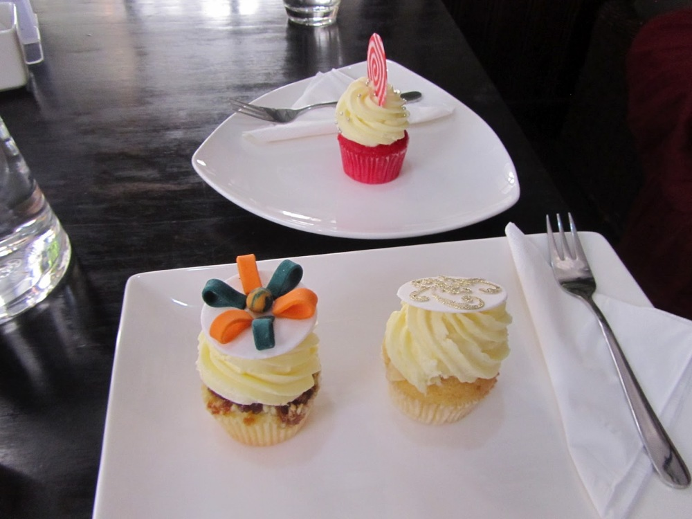 Mini cupcakes at Bloom Cafe!